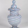 Urna con coperchio in filigrana a canne turchesi, bianche e rubino