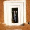 Bruce Chatwin, Casa fabbricata con fango battuto e ricoperta di sterco di mucca